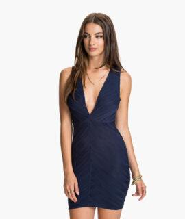Платье вырезом сзади